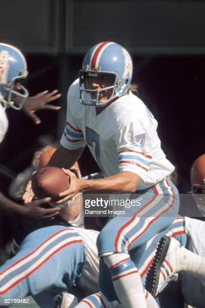 Quarterback Dan Pastorini of the Houston Oilers hands the ball off during a game on October 27 1974 against the Cincinnati Bengals at Riverfront...