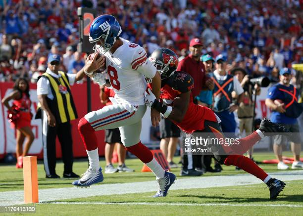 Quarterback Daniel Jones of the New York Giants runs past defensive back M.J. Stewart of the Tampa Bay Buccaneers for a second quarter touchdown...