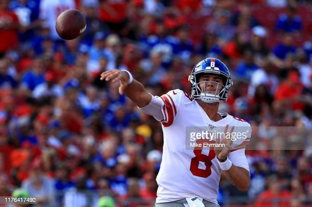 Quarterback Daniel Jones of the New York Giants throws a pass against the Tampa Bay Buccaneers in the second quarter during the game at Raymond James...