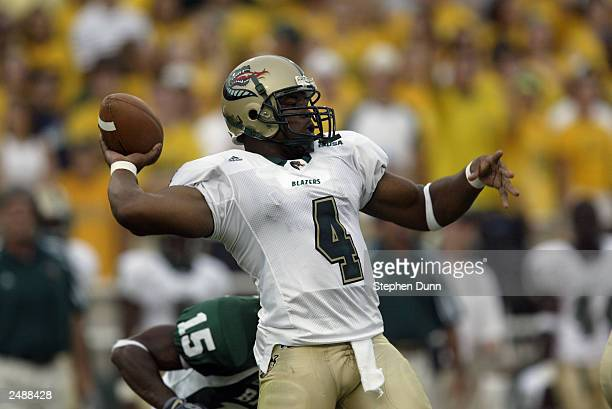 Quarterback Darrell Hackney of the University of Alabama at Birmingham Blazers throws a pass as defensive back Maurice Lindquist of the Baylor...