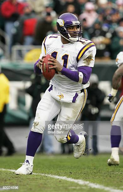 Quarterback Daunte Culpepper of the Minnesota Vikings drops back to pass against the Philadelphia Eagles in an NFC divisional playoff game at Lincoln...