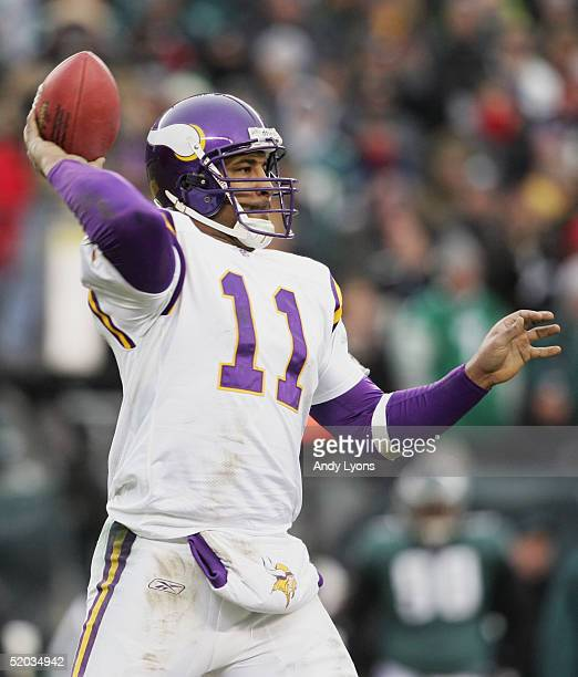 Quarterback Daunte Culpepper of the Minnesota Vikings throws a pass against the Philadelphia Eagles in an NFC divisional playoff game at Lincoln...