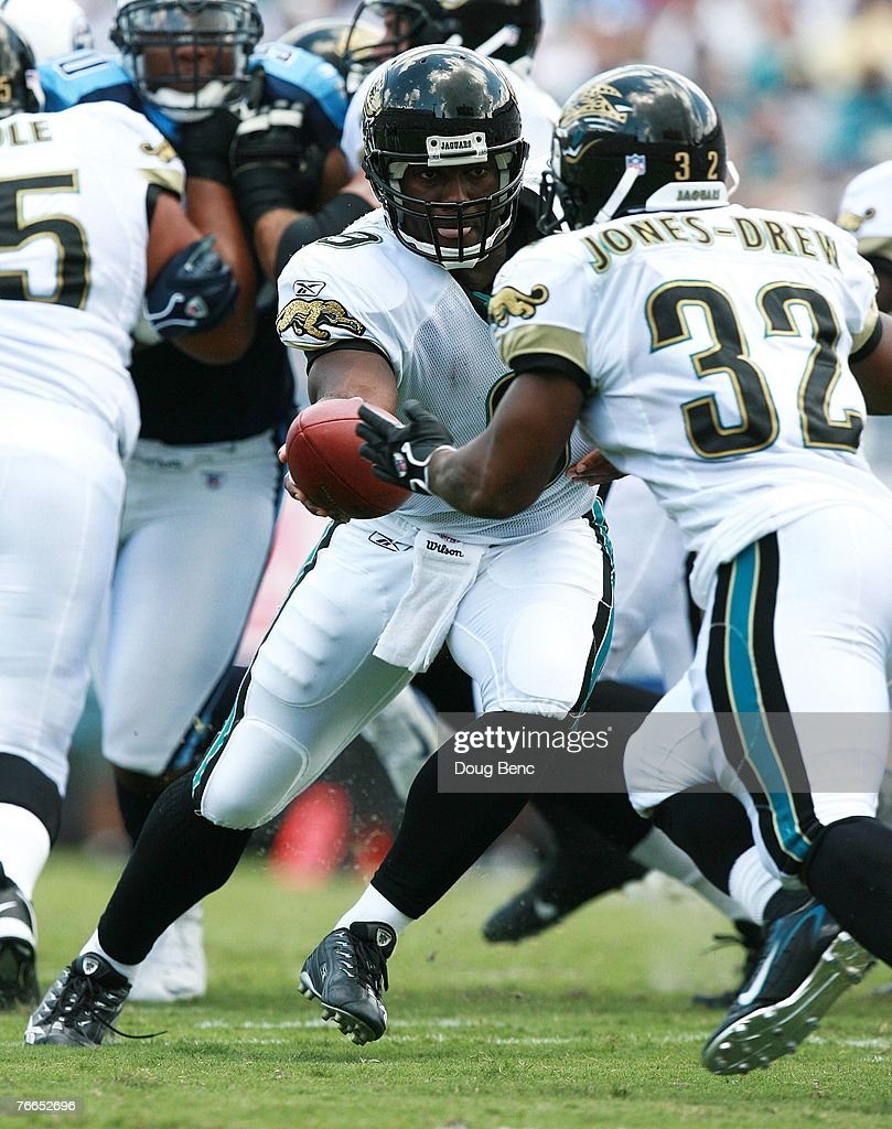 Quarterback David Garrard #9 of the Jacksonville Jaguars looks to hand the ball off to running back Maurice Jones-Drew #32 against the Tennessee Titans at Alltel Stadium on September 9, 2007 in Jacksonville, Florida. The Titans defeated the Jaguars 13-10.