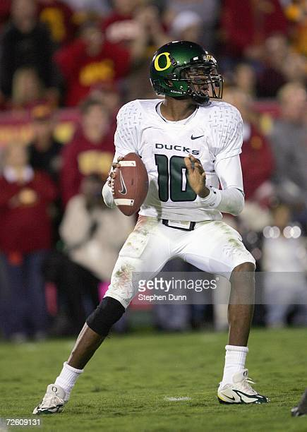 Quarterback Dennis Dixon of the Oregon Ducks looks to pass the ball during the game against the USC Trojans on November 11, 2006 at the Los Angeles...