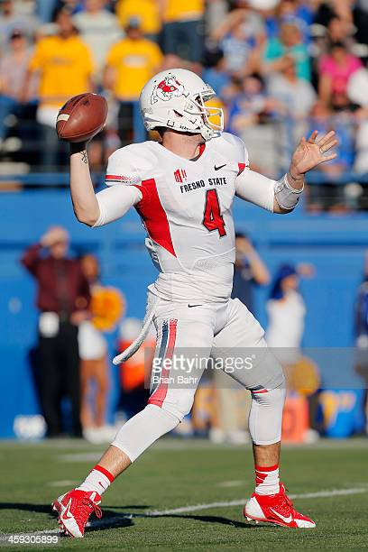 Quarterback Derek Carr of the Fresno State Bulldogs throws to Isaiah Burse against the San Jose State Spartans in the second quarter on November 29...