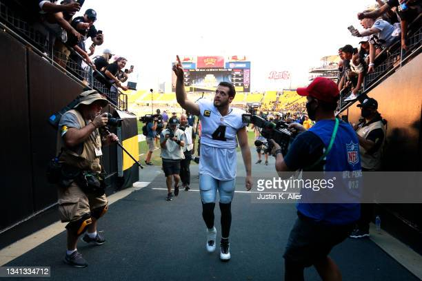 Quarterback Derek Carr of the Las Vegas Raiders points to fans while running off the field after the game against the Pittsburgh Steelers at Heinz...