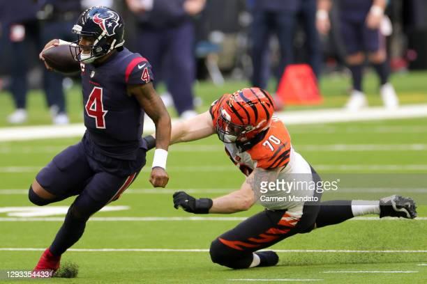 Quarterback Deshaun Watson of the Houston Texans scrambles against defensive end Margus Hunt of the Cincinnati Bengals during the fourth quarter of...