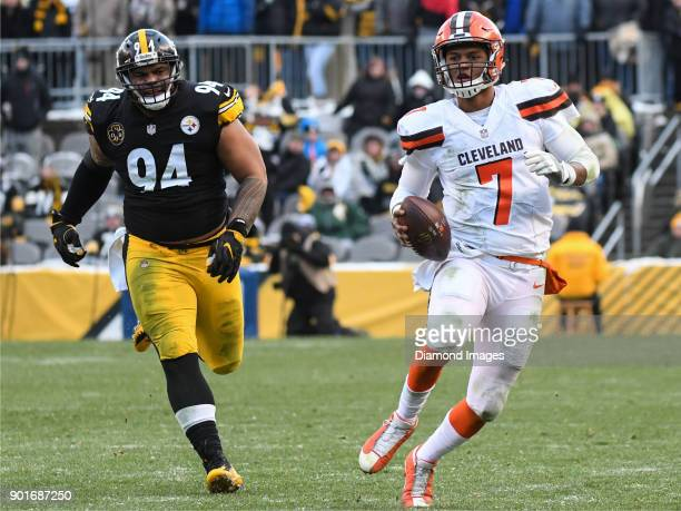 Quarterback DeShone Kizer of the Cleveland Browns carries the ball downfield as he is pursued by defensive tackle Tyson Alualu of the Pittsburgh...