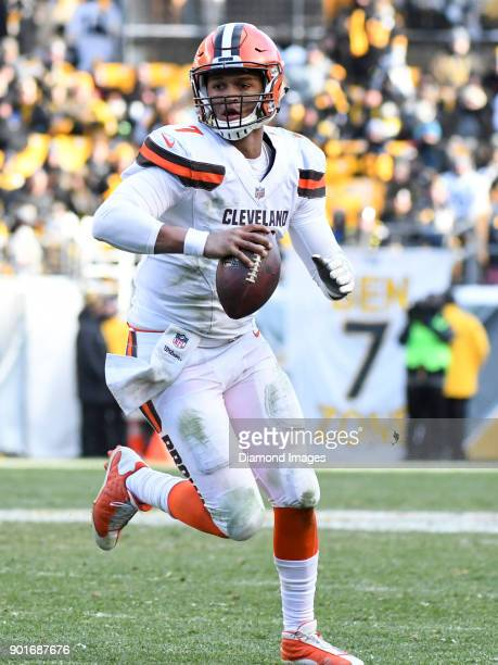 Quarterback DeShone Kizer of the Cleveland Browns carries the ball downfield in the third quarter of a game on December 31 2017 against the...