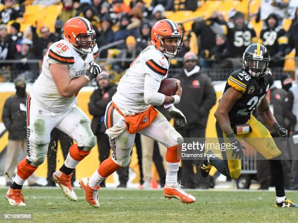 Quarterback DeShone Kizer of the Cleveland Browns carries the ball downfield in the fourth quarter of a game on December 31 2017 against the...