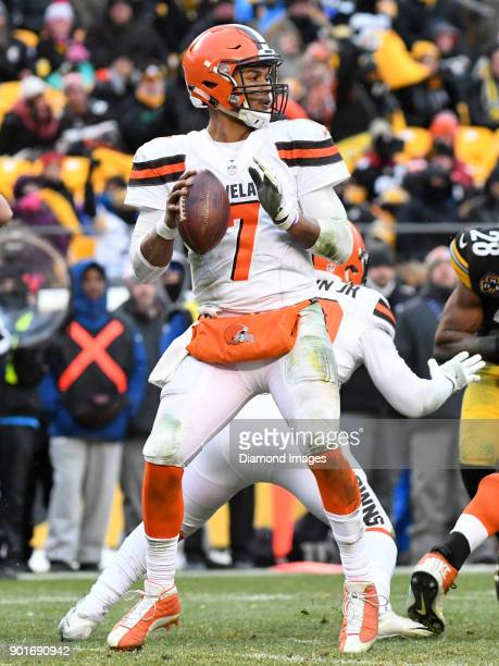 Quarterback DeShone Kizer of the Cleveland Browns drops back to pass in the fourth quarter of a game on December 31 2017 against the Pittsburgh...