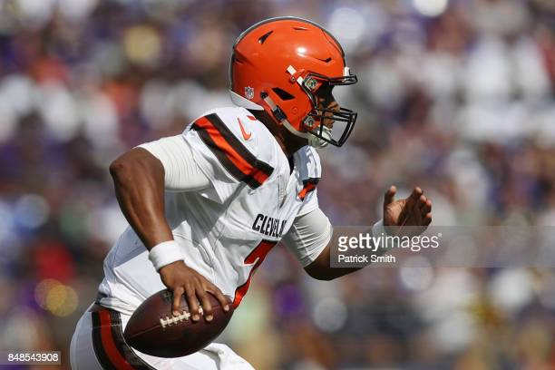 Quarterback DeShone Kizer of the Cleveland Browns runs against the Baltimore Ravens in the four quarter at MT Bank Stadium on September 17 2017 in...