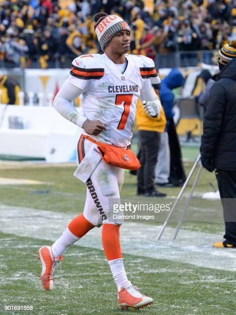 Quarterback DeShone Kizer of the Cleveland Browns runs off the field after a game on December 31 2017 against the Pittsburgh Steelers at Heinz Field...