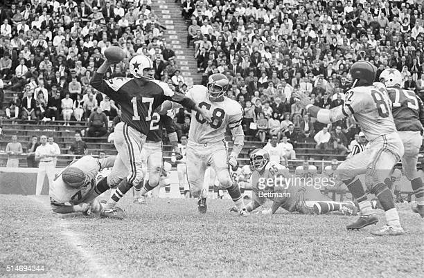 Quarterback Don Meridith of the Dallas Cowboys passes the football in a 1963 game against the Philadelphia Eagles