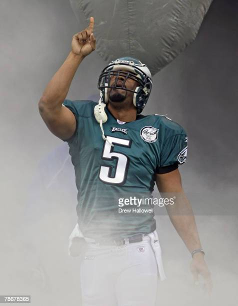 Quarterback Donovan McNabb of the Philadelphia Eagles enters the stadium before the game against the Buffalo Bills on December 30, 2007 at Lincoln...