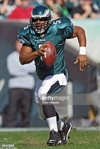 Quarterback Donovan McNabb of the Philadelphia Eagles scrambles during the game against the Atlanta Falcons on October 26, 2008 at Lincoln Financial...