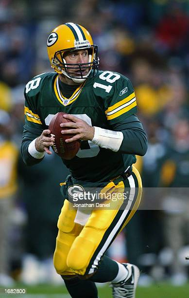 Quarterback Doug Pederson of the Green Bay Packers looks to make the pass during the NFL game against the Washington Redskins at Lambeau Field on...