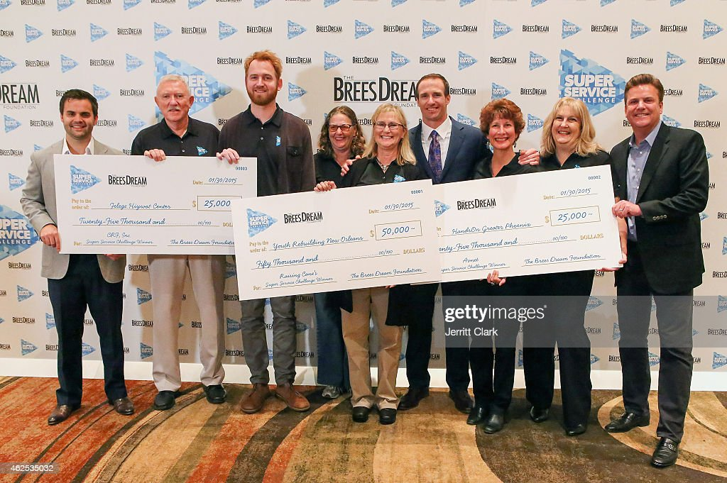 Quarterback Drew Brees and Dave Lindsey pose with Patrick Sells, Super Service Challenge Grand Prize Winners at the Super Service Challenge Press Conference where Drew Brees Announces $1,000,000 Charitable Donation And Super Service Challenge Winners at JW Marriott Desert Ridge Resort & Spa on January 30, 2015 in Phoenix, Arizona.