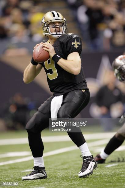 Quarterback Drew Brees of the New Orleans Saints passes the ball during the game against the Tampa Bay Buccaneers on December 27 2009 at Louisiana...