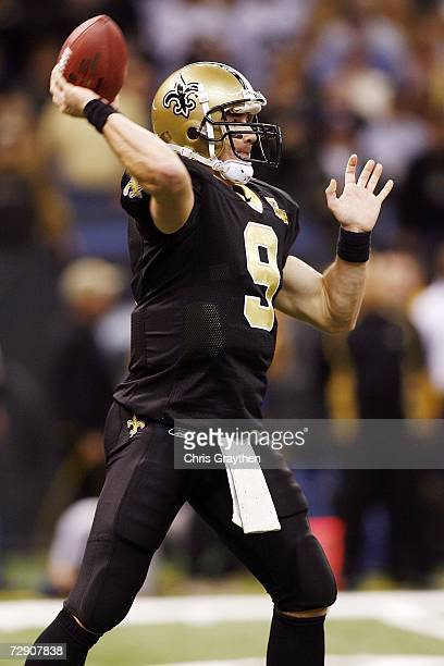 Quarterback Drew Brees of the New Orleans Saints throws a pass against the Carolina Panthers on December 31, 2006 at the Superdome in New Orleans,...