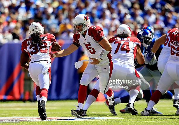 RUTHERFORD NJ SEPTEMBER Quarterback Drew Stanton hands the ball off to running back Andre Ellington of the Arizona Cardinals against the New York...