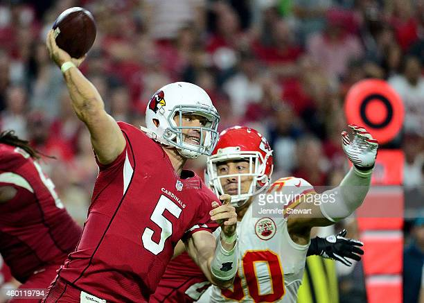 Quarterback Drew Stanton of the Arizona Cardinals throws under pressure from linebacker Josh Mauga of the Kansas City Chiefs in the second half of...