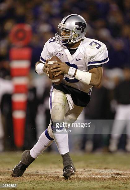 Quarterback Ell Roberson of the Kansas State Wildcats drops back to pass against the Oklahoma Sooners in the fourth quarter of the Dr. Pepper Big 12...