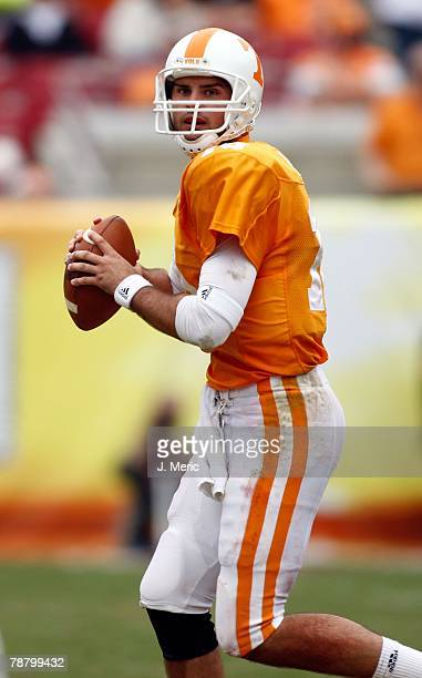 Quarterback Erik Ainge of the Tennessee Volunteers looks for a receiver against the Wisconsin Badgers during the game on January 1, 2008 at Raymond...