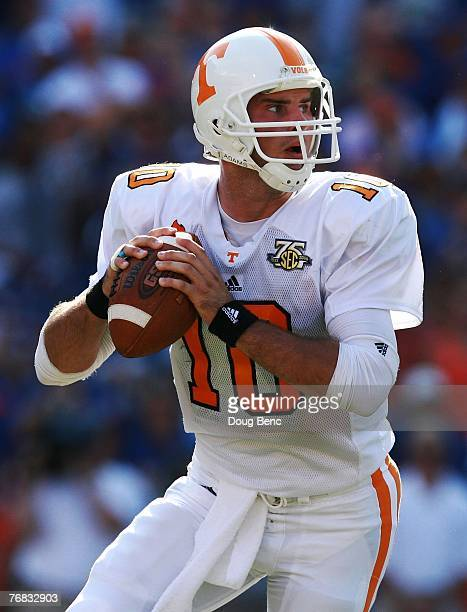 Quarterback Erik Ainge of the Tennessee Volunteers looks for an open receiver against the Florida Gators at Ben Hill Griffin Stadium on September 15,...