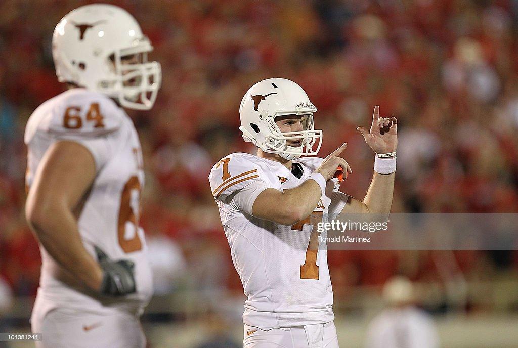 Quarterback Garrett Gilbert Of The Texas Longhorns At Jones At T News Photo Getty Images