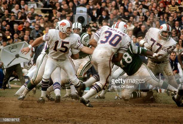 Quarterback Jack Kemp of the Buffalo Bills hands the ball off to running back Wray Carlton against the New York Jets circa 1968 during an NFL...