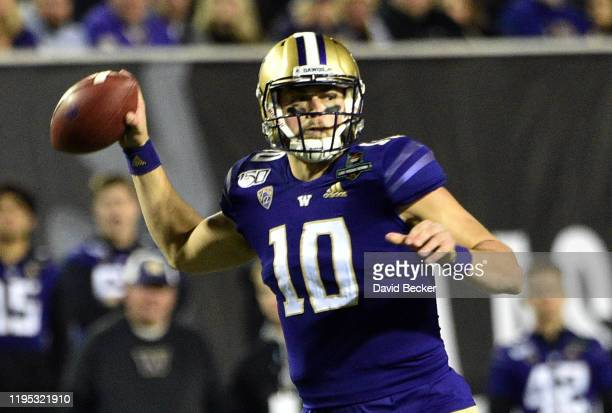 Quarterback Jacob Eason of the Washington Huskies looks to pass against the Boise State Broncos during the Mitsubishi Motors Las Vegas Bowl at Sam...