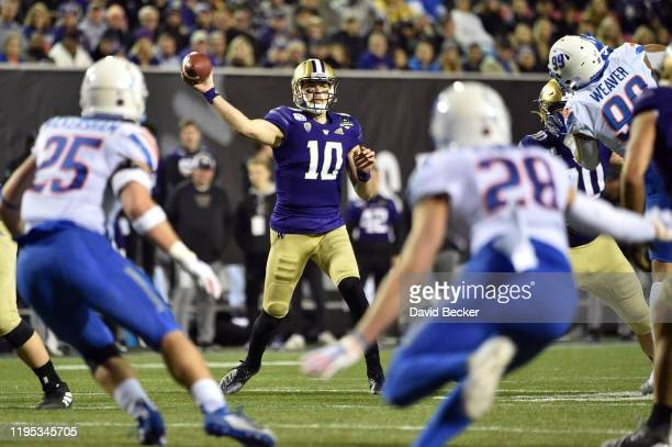 Quarterback Jacob Eason of the Washington Huskies passes against the Boise State Broncos during the Mitsubishi Motors Las Vegas Bowl at Sam Boyd...