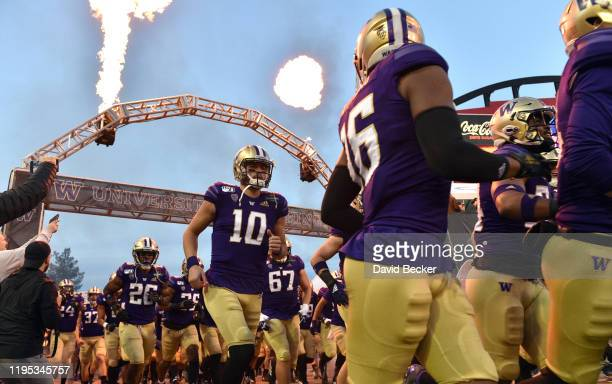 Quarterback Jacob Eason of the Washington Huskies runs on to the field prior to the team's game against the Boise State Broncos in the Mitsubishi...