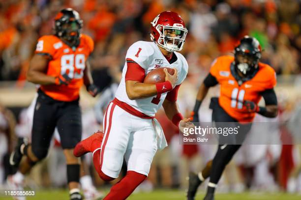 Quarterback Jalen Hurts of the Oklahoma Sooners breaks free for a 28yard touchdown run against defensive end Tyler Lacy and linebacker Amen...