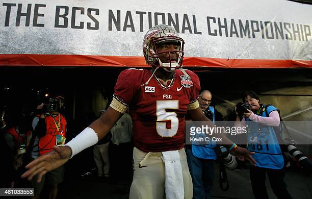 Quarterback Jameis Winston of the Florida State Seminoles takes the field prior to the 2014 Vizio BCS National Championship Game against the Auburn...