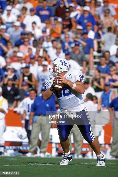 Quarterback Jared Lorenzen of the Kentucky Wildcats readies to throw the ball against the Florida Gators on September 23 2000 at Ben Hill Griffin...