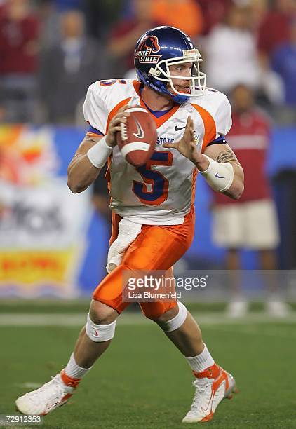 Quarterback Jared Zabransky of the Boise State Broncos drops back to pass in the first quarter against the Oklahoma Sooners at the Tostito's Fiesta...