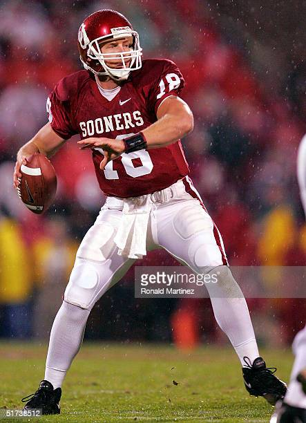 Quarterback Jason White of the Oklahoma Sooners drops back to pass against the Nebraska Cornhuskers in the first quarter on November 13, 2004 at...