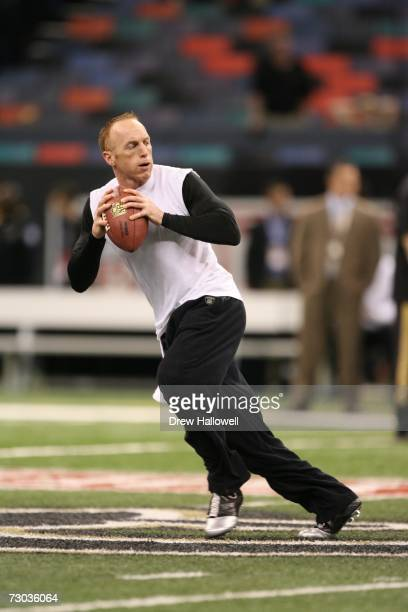 Quarterback Jeff Garcia of the Philadelphia Eagles drops back to pass in warmups before the game against the New Orleans Saints on January 13 2007 at...