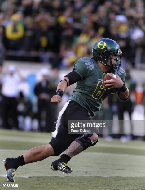 Quarterback Jeremiah Masoli of the Oregon Ducks runs with the ballin the second quarter of the game against the USC Trojans at Autzen Stadium on...