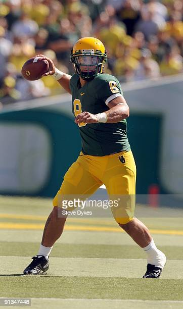 Quarterback Jeremiah Masoli of the Oregon Ducks sets to throw a pass in the third quarter of the game against the California Bears at Autzen Stadium...