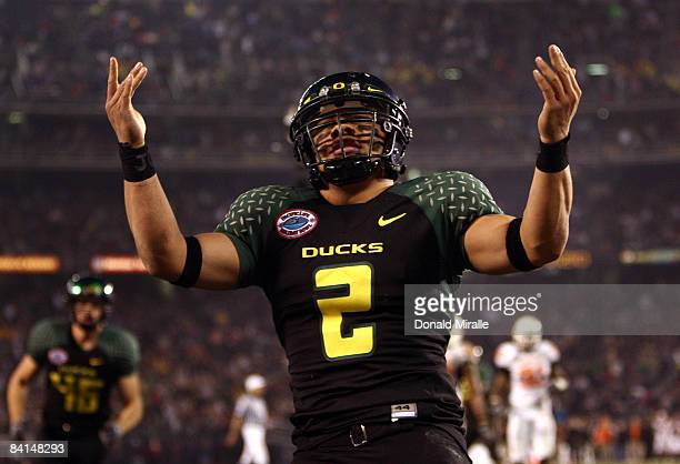 Quarterback Jeremiah Masoli of the University of Oregon Ducks runs into the endzone for a touchdown against the Oklahoma State University Cowboys...