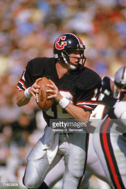 Quarterback Jim Kelly of the Houston Gamblers looks for the pass during a United States Football League game circa 1984