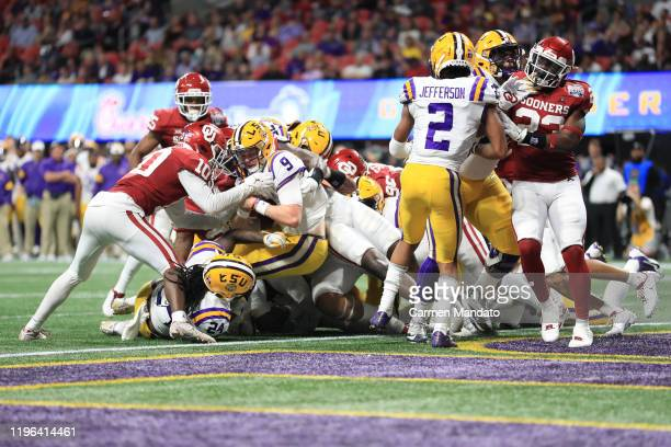 Quarterback Joe Burrow of the LSU Tigers carries the ball for a touchdown in the third quarter over the Oklahoma Sooners during the ChickfilA Peach...