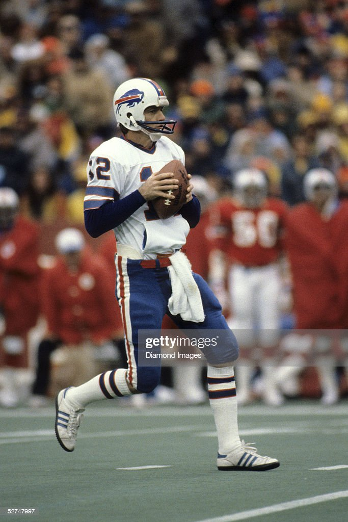 quarterback-joe-ferguson-of-the-buffalo-