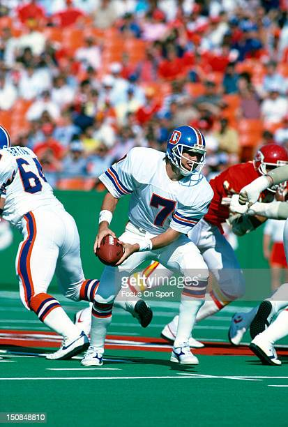 Quarterback John Elway of the Denver Broncos turns to pitch the ball against the Kansas City Chiefs during an NFL football game October 27 1985 at...