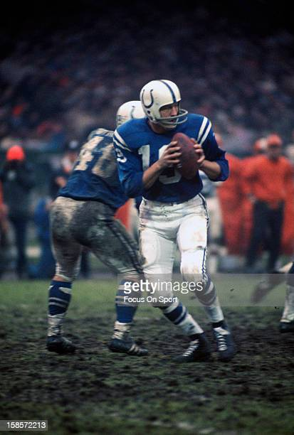 Quarterback Johnny Unitas of the Baltimore Colts drops back to pass against the Cleveland Browns during an NFL football game December 26 1971 at...