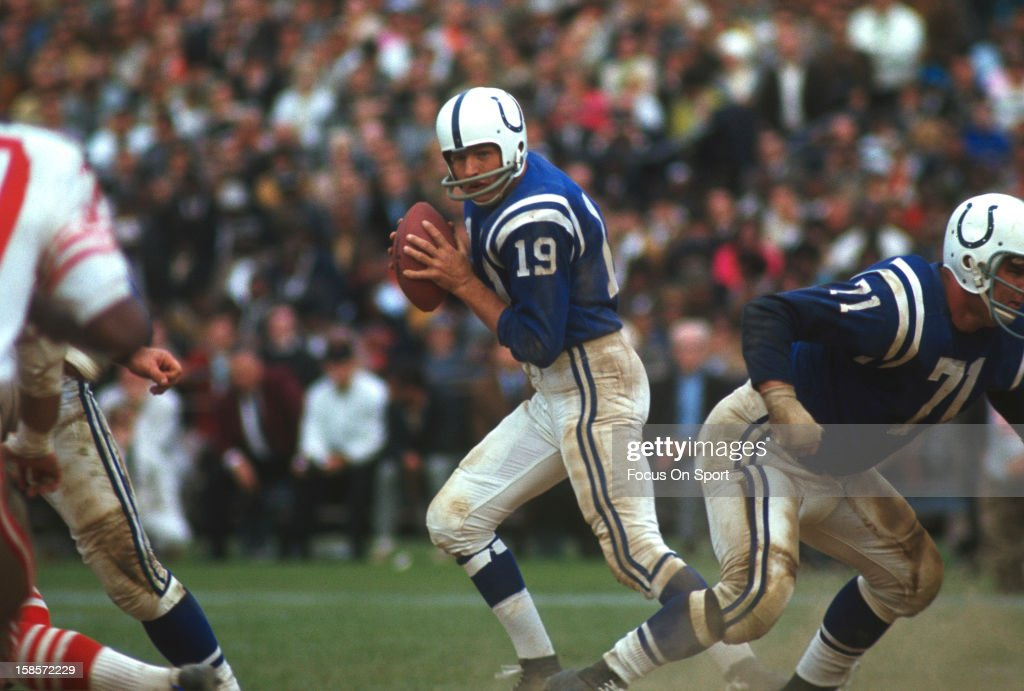 San Francisco 49ers v Baltimore Colts : News Photo