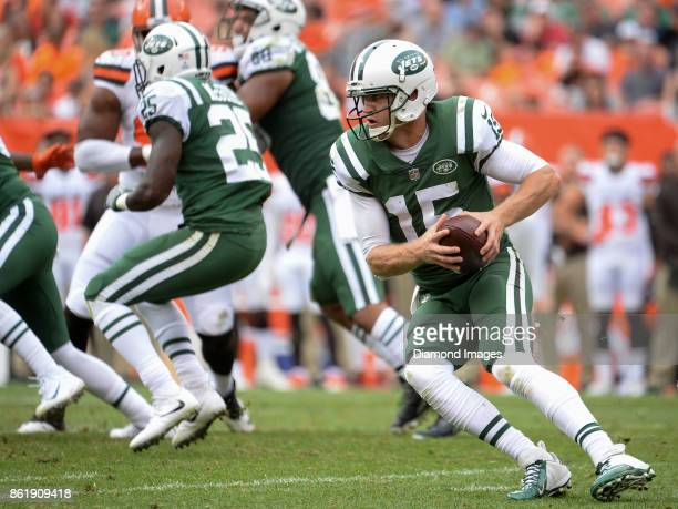 Quarterback Josh McCown of the New York Jets carries the ball in the fourth quarter of a game on October 8 2017 against the Cleveland Browns at...